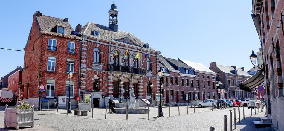 Hotel-de-Ville-Le-Roeulx.jpg